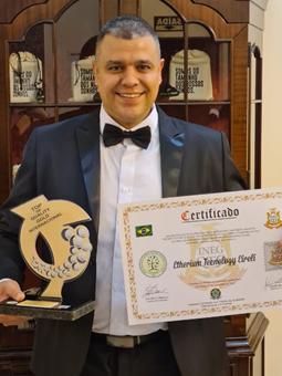 Márcio Lima, CTO da EtheriumTech com o Prêmio Top of Quality Internacional 2020